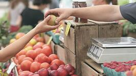 voice-of-the-customer-man-verkoopt-appel